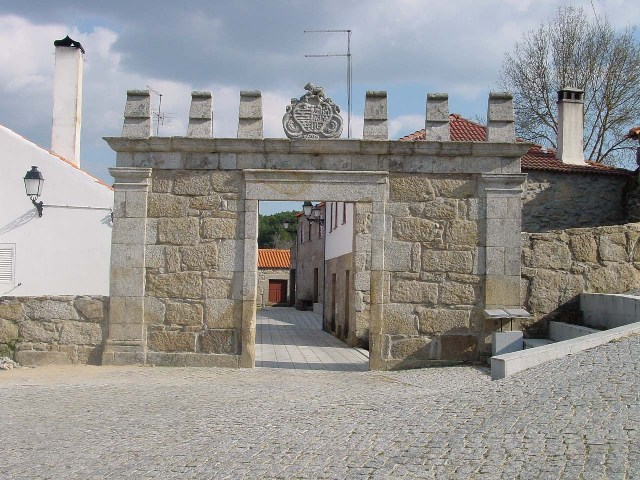 Pórtico dos Sanhudos - Pátio Aquilino Ribeiro - Cópia