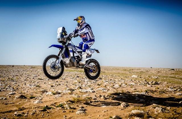 Helder Rodrigues desafiou fas a desenhar o capacete que vai usar no Dakar 2017 (1)