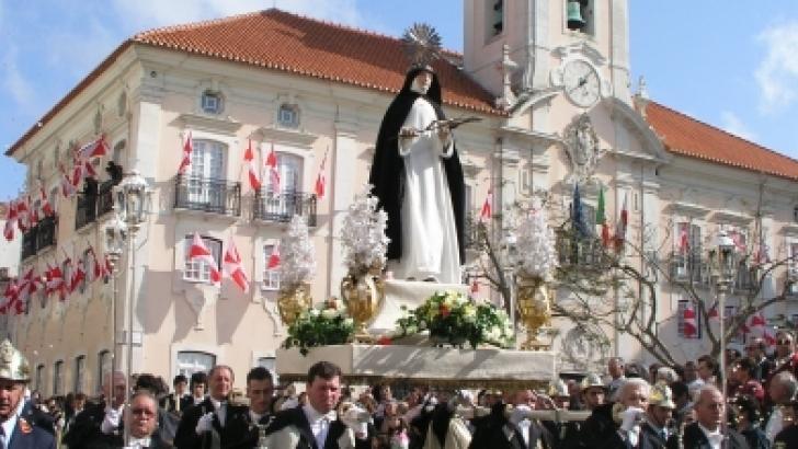 A tradicional procissão em honra de Santa Joana Princesa, Padroeira da Cidade de Aveiro. Foto: TVN PT.